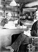 Prime Minister Wilfrid Laurier and his secretary M. Boudrias in his library, 1897